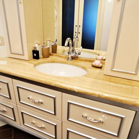 Столешница в ванную из мрамора Дайна реале