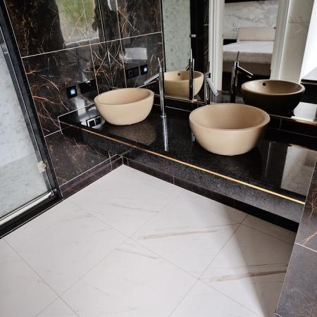 Столешница в ванную из кварца Cambria  Charston