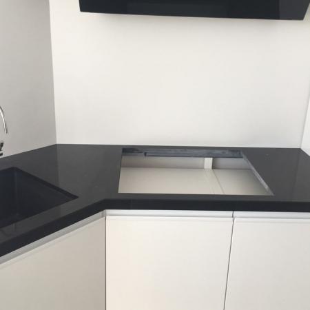 Столешница для кухни из Кварцевого Агломерата Technistone GOBI BLACK