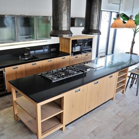 Столешница для кухни из кварцевого агломерата Caesarstone 3100 Jet Black